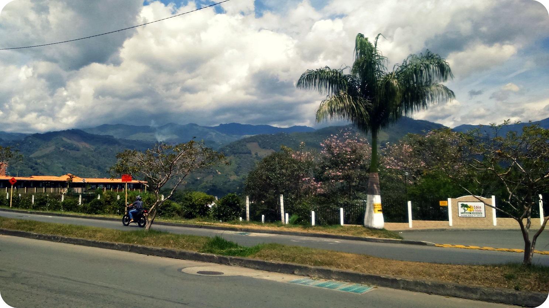 Vue sur la Cordillère des Andes, depuis l'endroit où l'on attend le bus
