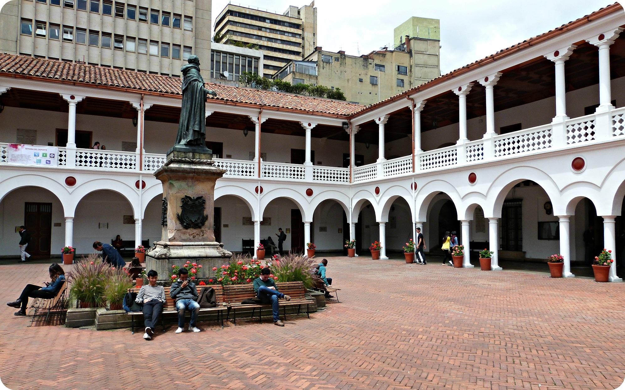 Patio de l'université del Rosario de Bogotá