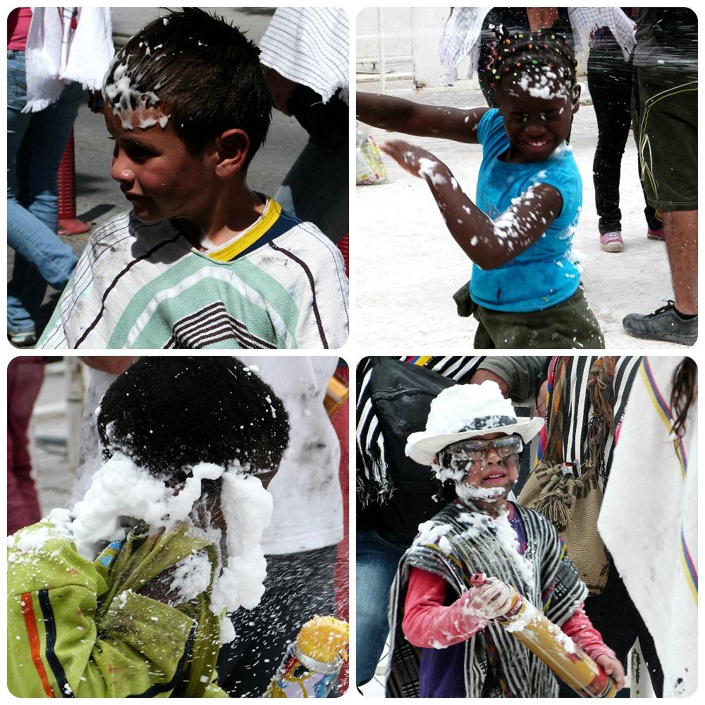 enfants jouant avec les cariocas pendant le carnaval de Pasto