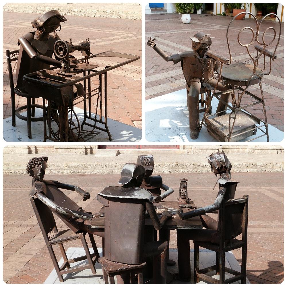 esculturas representando profesiones: costurera y limpiador de zapatos, y también 4 personajes jugando cartas en una plaza de Cartagena